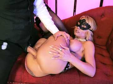 Masked coquette Rachael Cavalli and Van Wylde perform unforgettable sex scene