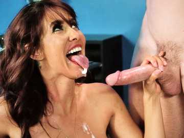 Isis Love seduces her co-worker Johnny Sins and feeds her with his cum